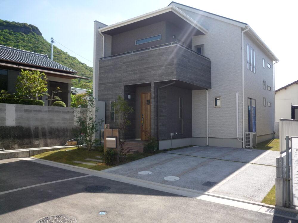 鉄骨階段が印象的な家